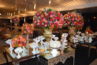 Profusão de flores coloridas no décor