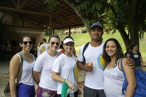 O top educador físico Aurélio, com a mulher, Gisele, e alunas