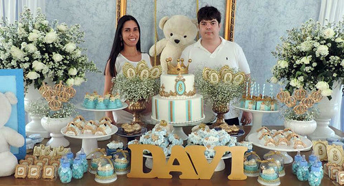 Didiane e Rodrigo na mesa do bolo