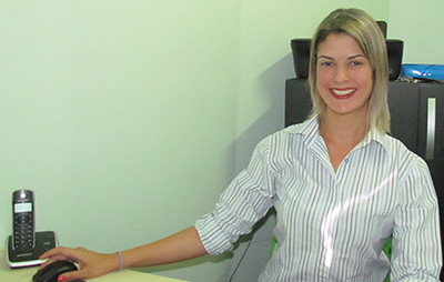 Melyssa destaca as vantagens oferecidas pela clínica