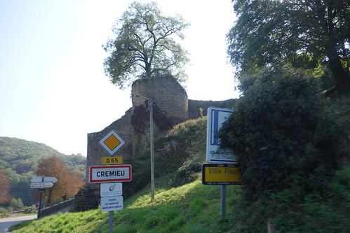 Notamment non loin de Leyrieu, dans la ville médiévale de Crémieu