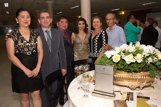 Os homenageados com seus pares e Marlene e Benedito Rocha
