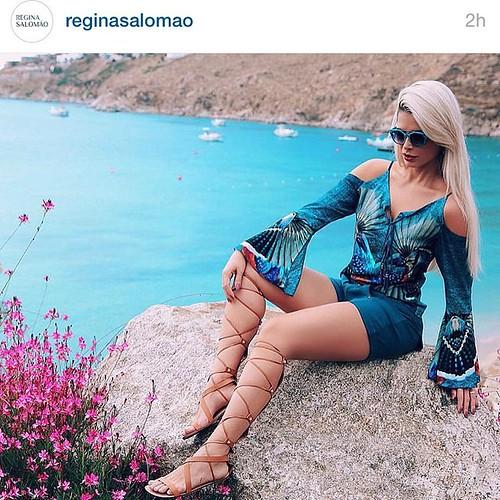 Regina Salomão vai à praia