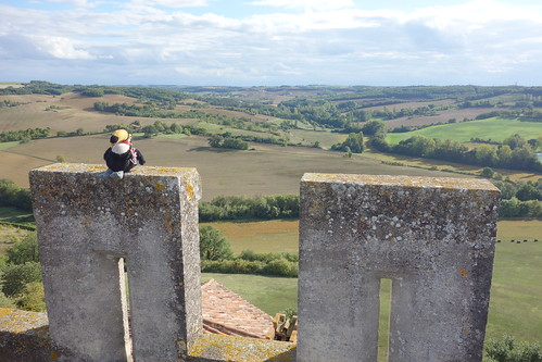 Le donjon était une ancienne tour de guet pour surveiller les collines d'Armagnac.