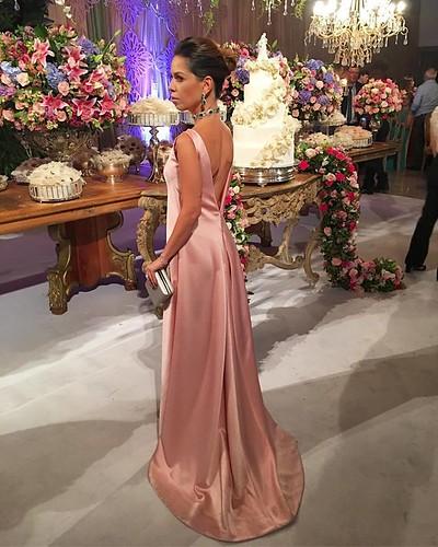 Bruna Esposito, uma das mais belas da noite, em modelo criado por ela. Joias de Maíra Paiva, cristais de apatitas com brilhantes, um espetáculo de chique!