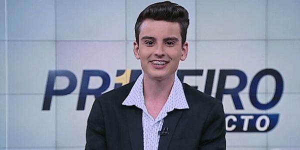 Âncora de 18 anos comemora fim de semana com dancinha em telejornal do SBT