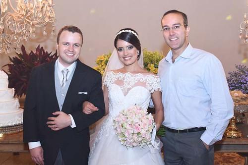 Os noivos com o Padre Anderson