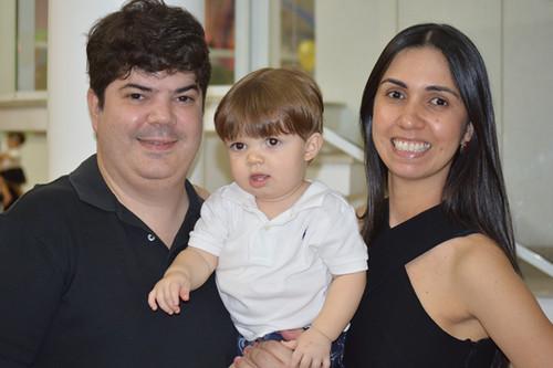 Rodrigo Paiva e Didiane Nogueira com Davi