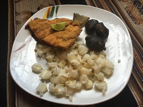La truite de Paul, avec une sorte de maïs et des pommes de terre déshydratées.