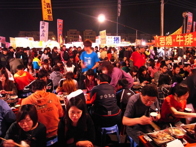 A typical packed nightmarket in Taiwan