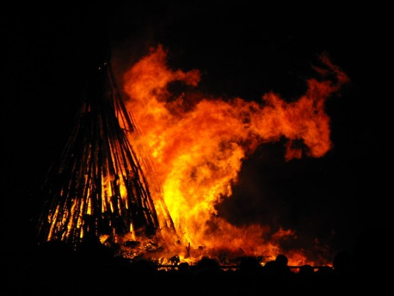 Noche de San Juan history, Night of Fire
