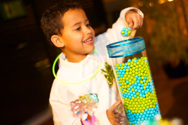 12 ways to entertain kids at your wedding on @offbeatbride
