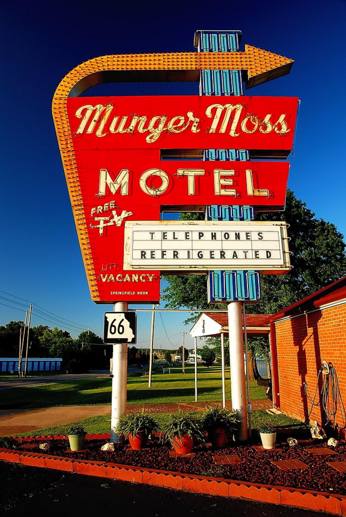 Munger Moss Motel - 1336 East Route 66, Lebanon, Missouri U.S.A. - June 14, 2014