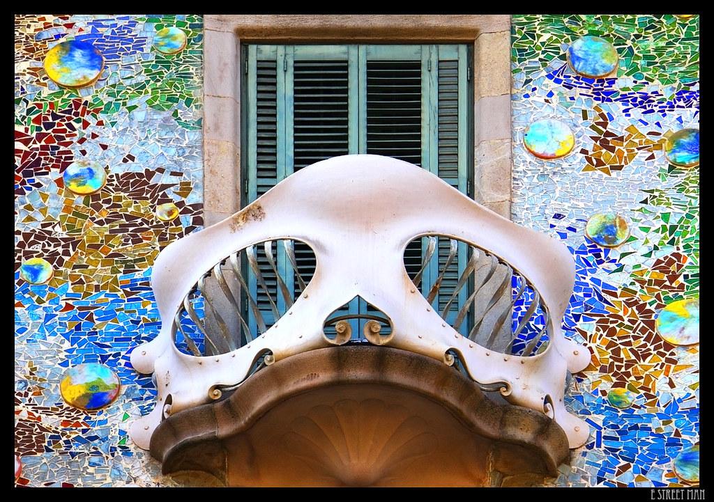 Barcelona IV Balcn Casa Batll  El trencads es una