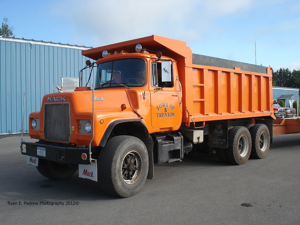 hight resolution of town of trenton dm600 dump truck