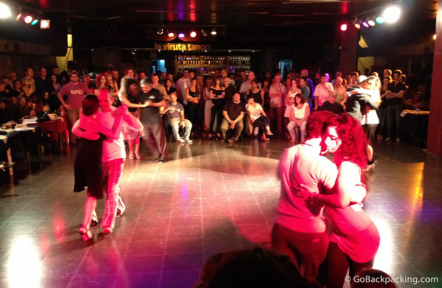 Tango demonstration at La Viruta