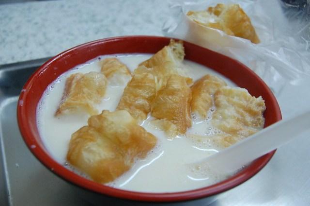甜豆漿(17元)油條(15元)@永和豆漿大王