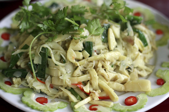 bamboo salad with fried garlic