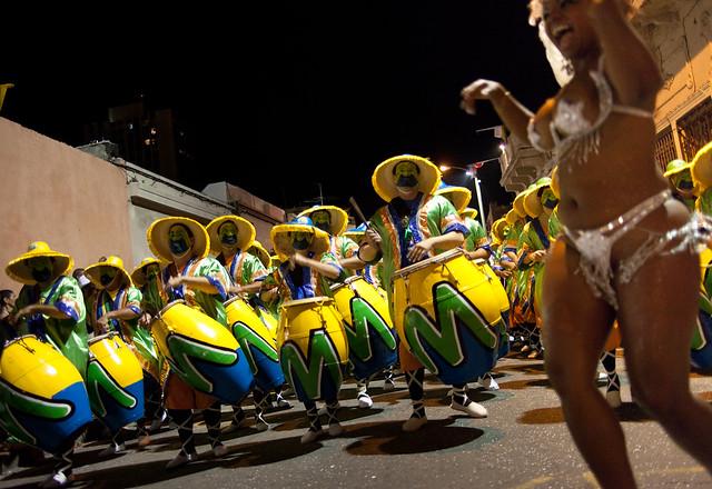 Cuerda y vedette de Makale | Las Llamadas | Carnaval 2011 | 110204-0889-jikatu