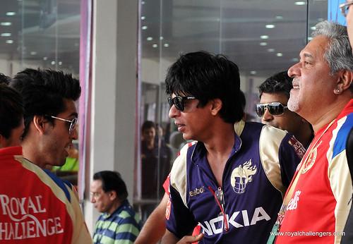 KKR Owner Shahrukh Khan greets Sidhartha Mallaya & Dr. Vijay Mallya by Royal Challengers Bangalore