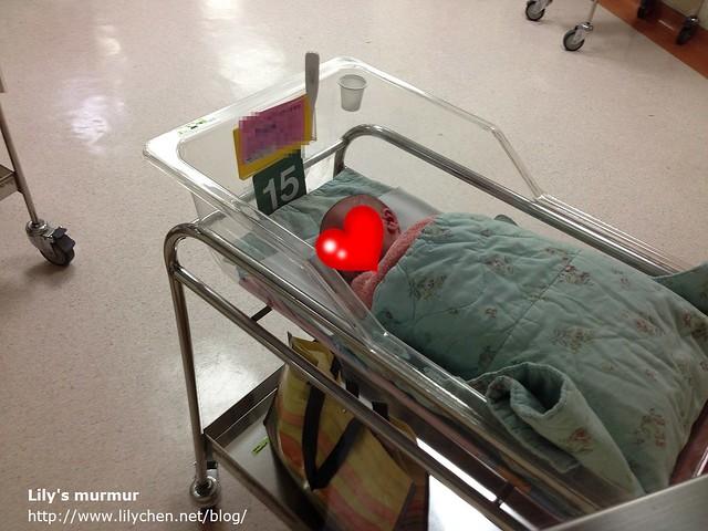 你出生第一天的照片,你阿替拍的,媽媽當時還無法下床。