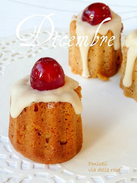 Piccoli pain d'épices glassati allo zenzero e la  ciliegina candita che sta sopra!
