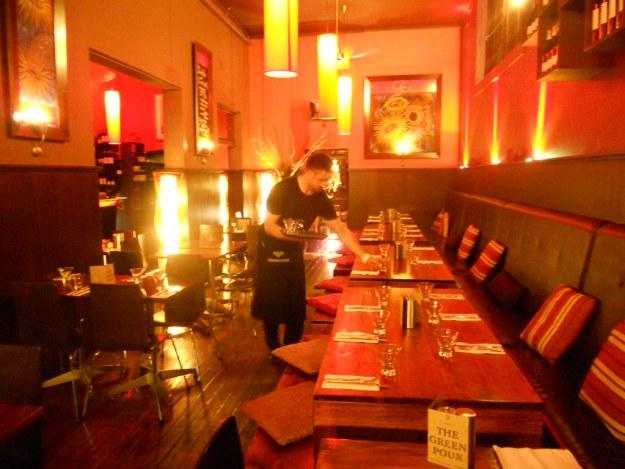 Restaurant waiter, Resetting Tables