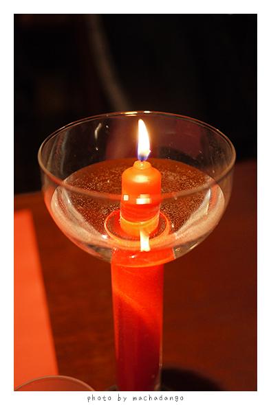 每桌都有蠟燭