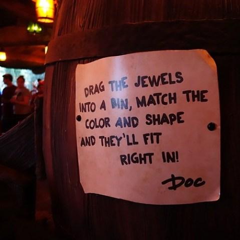 インタラクティブキュー一つ目は、Docの宝石仕分け。