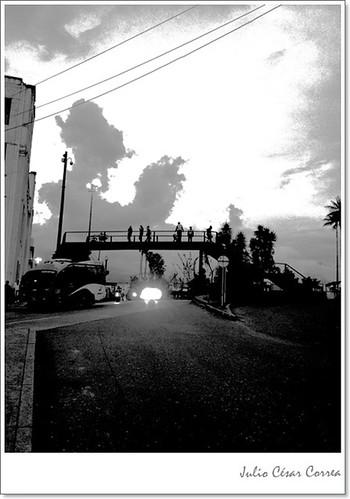 Desde el puente by Julio César Correa