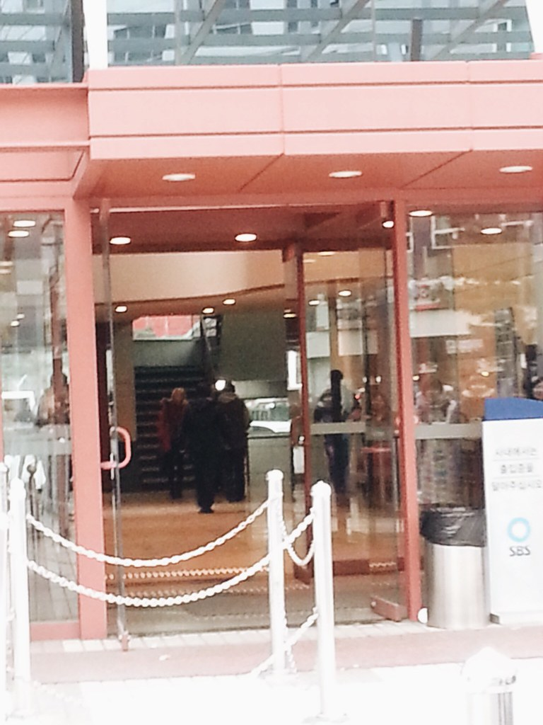 Stalking KPop groups after Inkigayo #sbs #inkigayo #kpop #koreatrip #fangirl #stalking