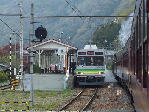 波久礼駅での交換