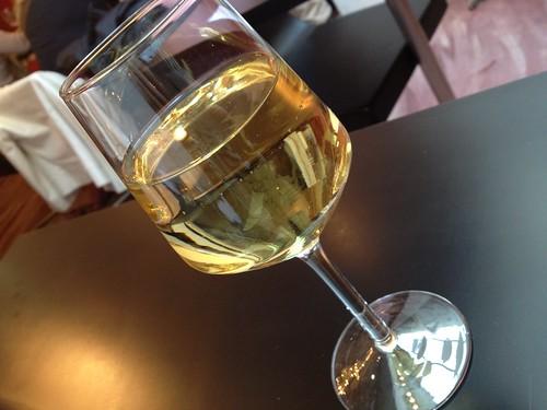 ランチコースに含まれているたっぷりワイン@ミストリーベロ