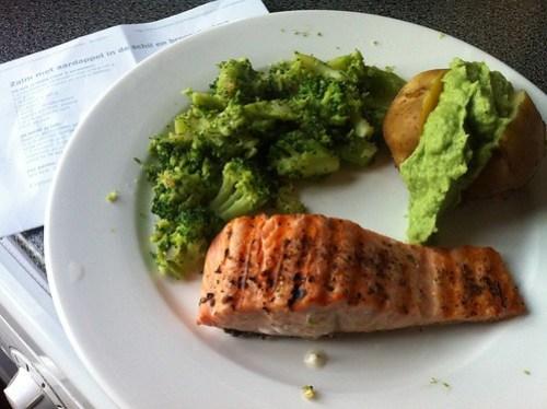 Yum: Zalm met aardappel in schil en broccolicreme #modifast