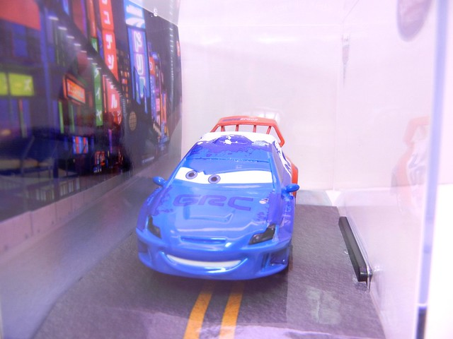 disney store cars 2 raoul caroule (2)