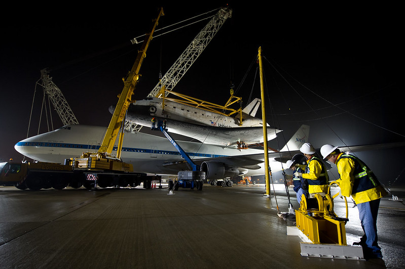Shuttle Discovery Is Demated From SCA (201204190007HQ)