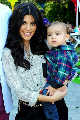 kourtney-kardashian-mason-disick-first-birthday-party-celebration-010511-9-480x721