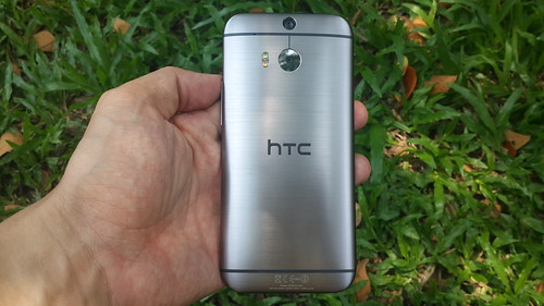 HTC One M8 อลูมิเนียมยูนิบอดี้ ด้านหลัง