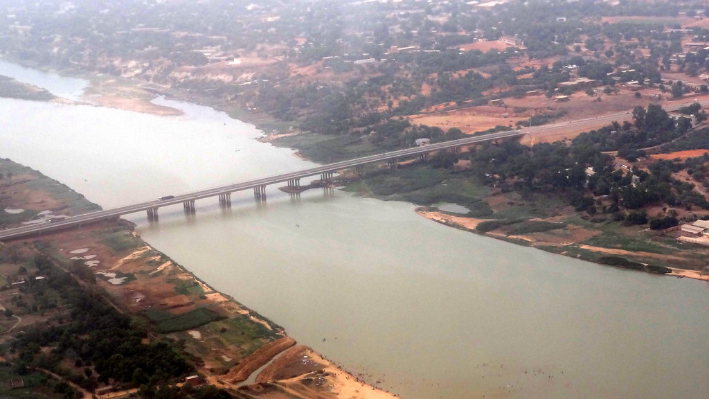 Pont de l'Amitié Chine-Niger - Niamey from the sky