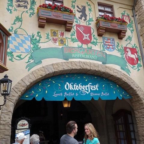 ドイツ館は毎日オクトーバーフェスト。