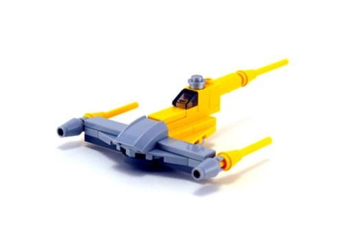 9674 Naboo Starfighter & Naboo - 3/4 Shot