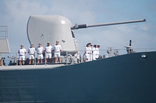 sailors and gun