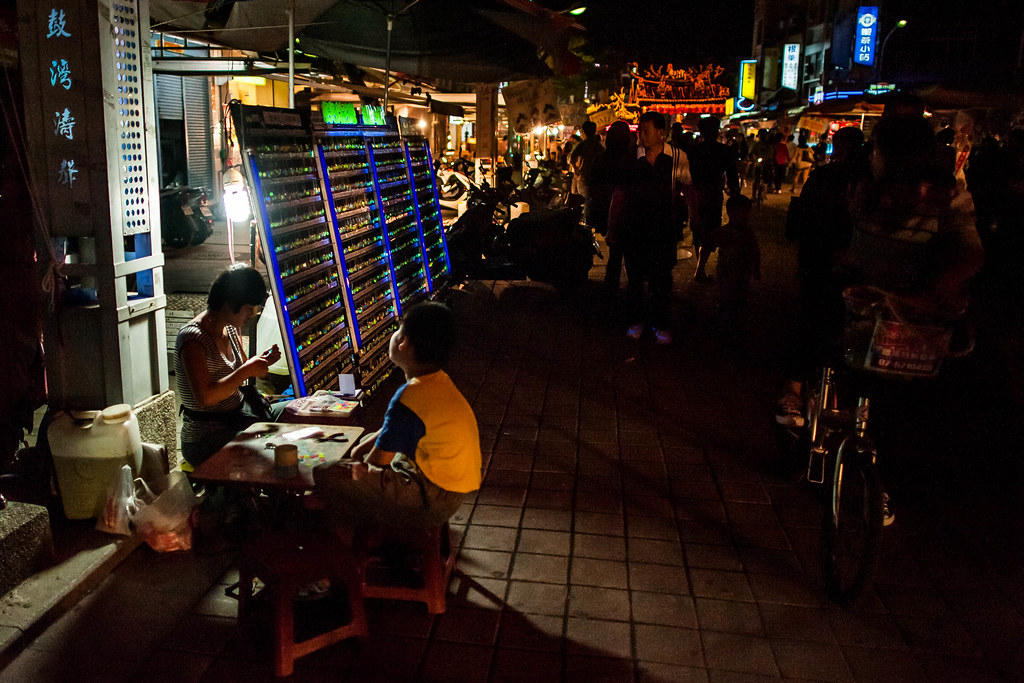 Cijin Vendor at night