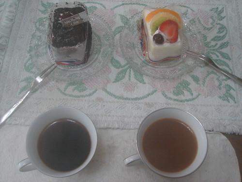 syphon咖啡倒入溫熱杯中加入煉乳完成