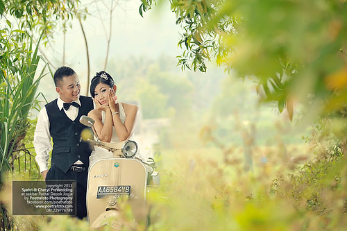 Pre Wedding Photoshoot n Engagement Photography w Vintage Vespa in Jogja Indonesia by Fotografer Pernikahan Pre Wedding Jogja Yogyakarta