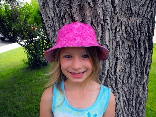 Eliana hat 2