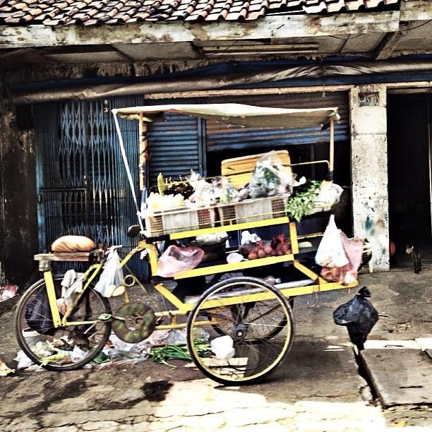 Mobile veg vendor #igers #igdaily #instamood #instastreet #instagrammers #instaindonesia #instanusantara #jakarta #jalanjakarta #slump #mayanggrafi #norecipejuststory