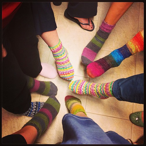 Night of sock  la foto di fine corso #knit #knitsock #yarnsock#noro #tiyo #grignasco #strongprint #koreyonsock #lavoroamaglia #fattoamano #handmadewithlove