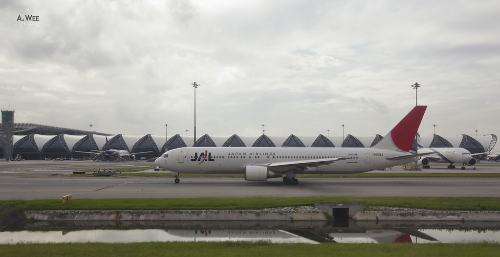 JAL Boeing 767 at BKK