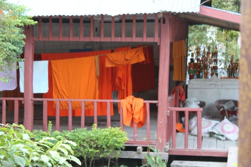 20120127_2794_monks-robes